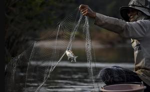 """Sông Mê Kông hạn hán vì """"bị chặn hết nguồn nước"""", TQ nói không hẳn do các đập thủy điện gây ra"""