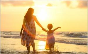 Bố mẹ làm gương 5 việc này, con cái sẽ trở thành người sống trách nhiệm và có ích: Bạn làm được bao nhiêu việc?