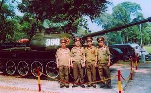 Ngạc nhiên về chiến sĩ lái xe tăng 390 húc đổ cổng Dinh Độc Lập: Cầm lái... đủ thứ xe, nghiệp vận đến đời con