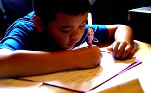 Thức khuya làm bài tập ôn thi, sáng hôm sau, bé trai 13 tuổi bị chẩn đoán mắc bệnh viêm não