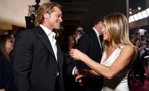 """Khoảnh khắc nóng nhất đầu năm 2020: Sau 15 năm """"đường ai nấy đi"""" Brad Pitt vui cười hạnh phúc khi tái ngộ vợ cũ Jennifer Aniston"""