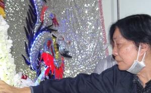 NSND Trọng Hữu và nhiều nghệ sĩ lặng người trước di ảnh của NSƯT Chiêu Hùng