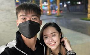 Duy Mạnh khoe ảnh chụp cùng vợ yêu, dân mạng săm soi nhan sắc 'phập phù' của Quỳnh Anh còn hỏi cực gắt: Sao chị không đeo khẩu trang?
