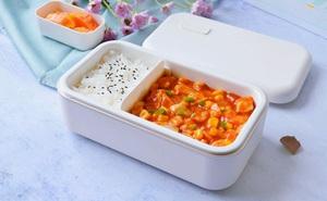 Hạn chế ra ngoài, mách bạn cách làm hộp cơm trưa siêu tốc chỉ cần 1 món thôi mà cũng ngon và đủ chất