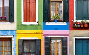 Mất bao tiền để sơn hết cửa sổ trong thành phố? Đưa ra đáp án bất ngờ, nàng công sở liền nhận chức Giám đốc