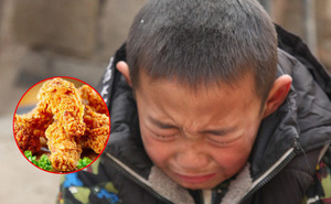 """Dẫn con trai đi ăn gà rán, bố """"hồn nhiên"""" nói 1 câu khiến cậu bé lặng người, miếng ăn nghẹn đắng nơi cổ họng"""