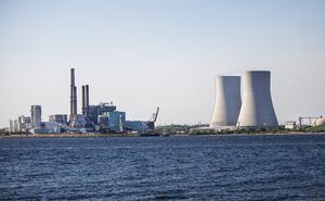 Nghiên cứu mới chỉ ra rằng: Điện gió và điện mặt trời đang ngày càng rẻ hơn các nhà máy điện than truyền thống