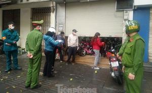 Bắt quả tang cửa hàng mở bán xe đạp điện trên phố