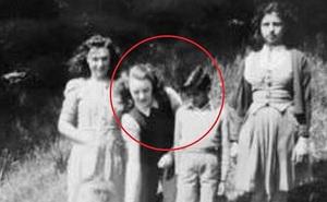 Người phụ nữ tình cờ tìm được em trai nuôi sau 60 năm mất liên lạc và ngỡ ngàng với thân phận hiện tại của người này