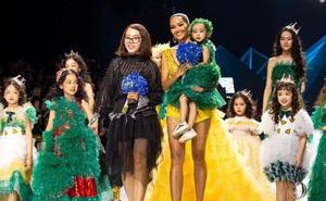 Bé Hà My - mẫu nhí 4 tuổi bị ung thư từng được hoa hậu H'Hen Niê bế trên sàn catwalk khiến bao người rơi nước mắt đã qua đời