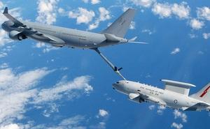 Airbus vượt mặt Boeing, là hãng hàng không đầu tiên trên thế giới có thể bơm xăng tự động khi đang bay