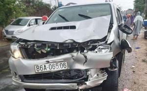 Ô tô tông liên hoàn 3 xe máy, 6 người thương vong