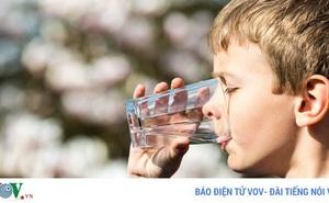 Uống nước đá mùa nắng nóng gây hại cho sức khỏe như thế nào?