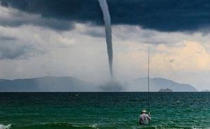 Bức ảnh 'Ông già và biển cả' phiên bản Việt lọt top 1 ảnh về câu chuyện đại dương do National Geographic bình chọn và chia sẻ đầu tiên của chính tác giả