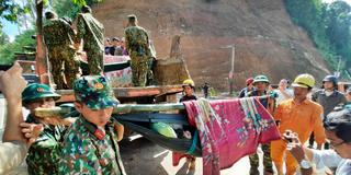 Thủ tướng yêu cầu triển khai mọi phương án để tiếp cận, cứu nạn những người còn sống sót trong sạt lở ở Quảng Nam