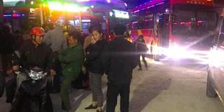 """Bị xe dù vượt tuyến """"cướp"""" khách, hơn 30 xe khách dừng hoạt động để phản đối"""