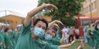 """Quảng Ninh: 200 bác sĩ tình nguyện đến """"điểm nóng"""" dịch bệnh Covid-19 tại Bắc Giang"""
