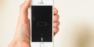 Tại sao khi iPhone sập nguồn do hết pin, một số biểu tượng vẫn có thể hiển thị?