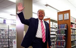Tổng thống Mỹ bỏ phiếu sớm: 'Tôi bầu cho một người tên Trump'