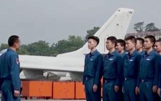 Trung Quốc điều 10 máy bay ném bom tập trận ở Biển Đông ngay sau khi tàu Mỹ xuất hiện