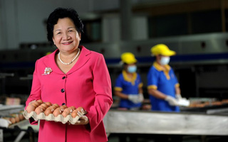 """""""Nữ hoàng hột vịt"""" từ chối nâng giá trứng: """"Dân nghèo mới xài nhiều trứng nên tôi để giá bình ổn tới hôm nay"""""""