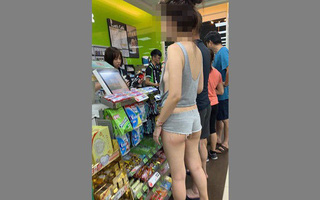 Hot girl mặt đẹp dáng xinh nhưng quên mặc đồ lót, hở hang cả 3 vòng khi đi siêu thị khiến dân mạng 'bỏng mắt'