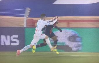 """Mối """"thâm thù"""" giữa Neymar và Alvaro Gonzalez ngày càng chồng chất: Người phạm lỗi thô bạo, kẻ ăn mừng trêu ngươi"""