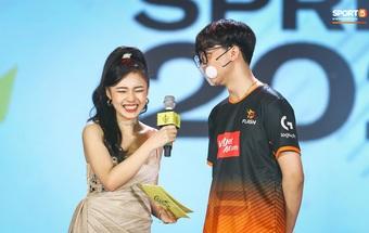 Ngất ngây với vẻ đẹp đầy gợi cảm của MC Phương Thảo tại Chung kết ĐTDV mùa Xuân 2021
