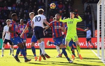Harry Kane kết thúc tháng huy hoàng bằng cú đánh đầu đem Tottenham trở lại