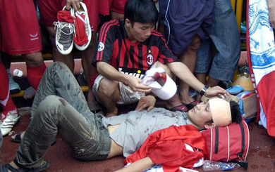 Thảm kịch đẫm máu nhất bóng đá Việt: Hàng ngàn CĐV ẩu đả, 1 người tử nạn, sếp VFF từ chức