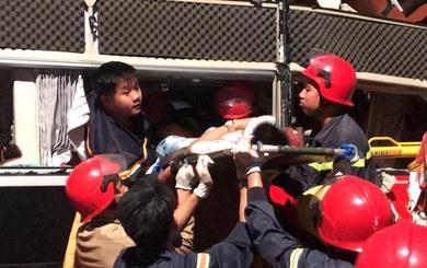 Giải cứu 3 người mắc kẹt bên trong xe khách gặp nạn ra ngoài lúc 5h sáng