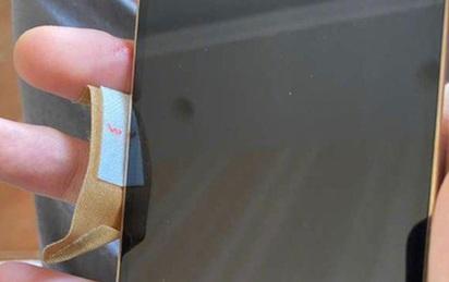 Người dùng bị đứt tay vì cạnh iPhone 12 quá sắc