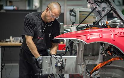 Thói quen sa thải thường xuyên của Tesla khiến nhân viên bất an: 'Lúc nào cũng như có lưỡi rìu treo trên đầu'
