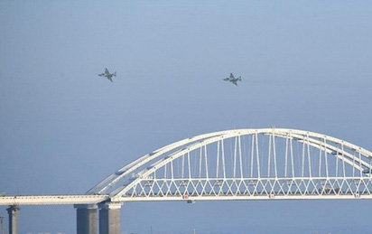Nga cáo buộc máy bay Mỹ có hành động khiêu khích gần cầu Crimea
