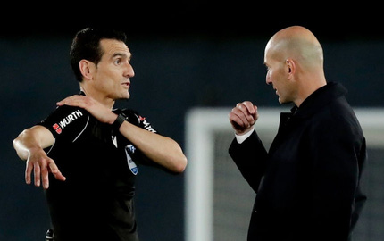Zidane làm điều chưa từng có vì giận dữ