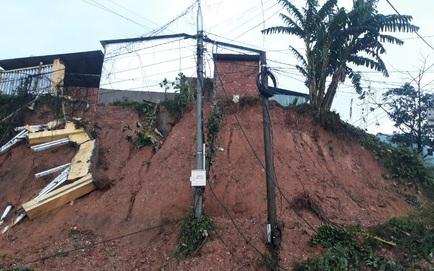 THIỆT HẠI DO BÃO SỐ 9: Sạt lở đất vùi lấp nhiều người dân ở Quảng Nam; 2 cán bộ xã bị vùi lấp khi đi giúp dân