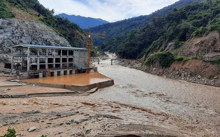 SẠT LỞ Ở QUẢNG NAM: Tìm thấy thêm 1 thi thể ở Trà Leng; Một số công nhân thuỷ điện Đăk Mi 2 liều mình bơi qua sông, thoát ra ngoài