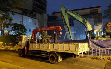 Hà Nội: Di dời thành công quả bom 340kg còn nguyên 2 ngòi nổ ở phố Cửa Bắc ngay trong đêm