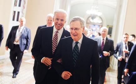 """Mất lưỡng viện lẫn Nhà Trắng, đảng Cộng hòa còn 1 """"át chủ bài"""": Cơn ác mộng của Obama trở lại ám ảnh Biden"""