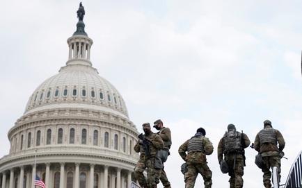 [NÓNG] Điện Capitol bị phong tỏa: Video cho thấy có khói đen bốc lên từ phía tòa nhà