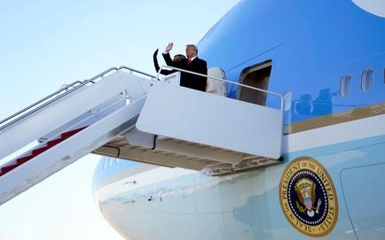 """Trước khi cùng phu nhân bay tới Florida, ông Trump đã để lại một """"lời nhắn"""" đặc biệt cho ông Biden"""