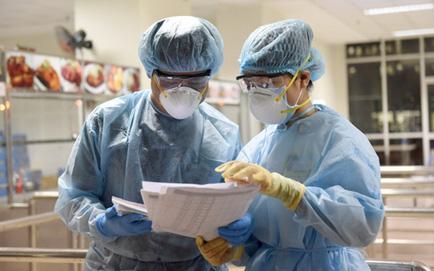 Hà Nội dự kiến tiêm vắc xin Covid-19 mũi 3 cho người trên 18 tuổi. Sáng nay, Phú Thọ tiếp tục ghi nhận thêm 40 ca mắc Covid-19