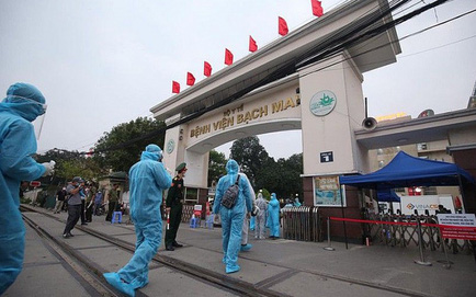 Vì sao Bệnh viện Bạch Mai nói khó khăn tài chính nhưng vẫn tuyển 506 người, trong khi 221 người nghỉ?
