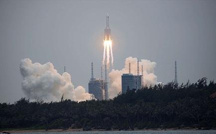 NÓNG: Tên lửa Trường Chinh 5B đã lao xuống biển Ả rập, phần lớn thiết bị bị đốt cháy hoàn toàn