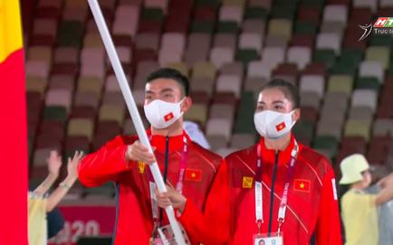 TRỰC TIẾP Lễ khai mạc Olympic 2020: Đoàn Việt Nam diễu hành trong sắc đỏ