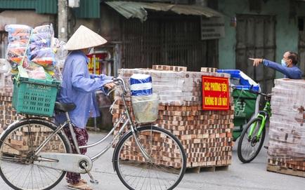 Hà Nội: Dùng thùng container, xe tải, 20.000 viên gạch để lập chốt chặn