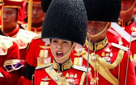 [NÓNG] Hoàng quý phi Thái Lan bị phế tước hiệu, quân hàm vì bất trung, mưu đồ giành ngôi Hoàng hậu