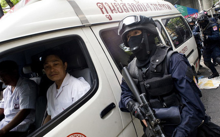 NÓNG: Trung sĩ Thái Lan xả súng giết 10 người, giữ con tin, cảnh sát và quân đội tới hiện trường