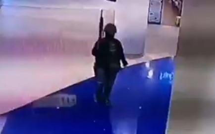 [NÓNG] Thái Lan vây bắt Thượng sĩ livestream xả súng ở TTTM: Đấu súng lúc rạng sáng, thương vong tăng