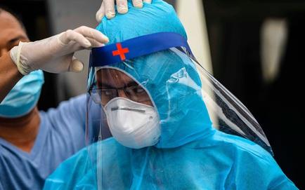 Thêm 4 ca mắc Covid-19 tại Việt Nam, 1 người đi chăm sóc thân nhân tại BV Bạch Mai dương tính
